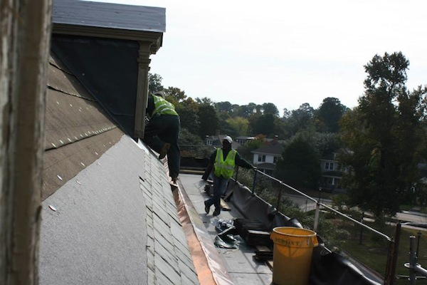 Construction crews are retiling the roofs of Chandler Hall. BAILEY KIRKPATRICK / THE FLAT HAT