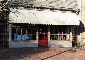 The exterior of Binns, facing DoG Street. ASHLEY RICHARDSON / THE FLAT HAT
