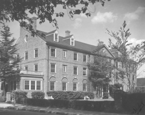 Brown Hall in 1985. COURTESY PHOTO / WM. EDU