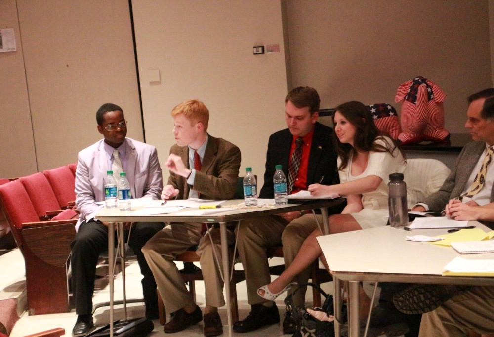 Students debate presidential campaign issues