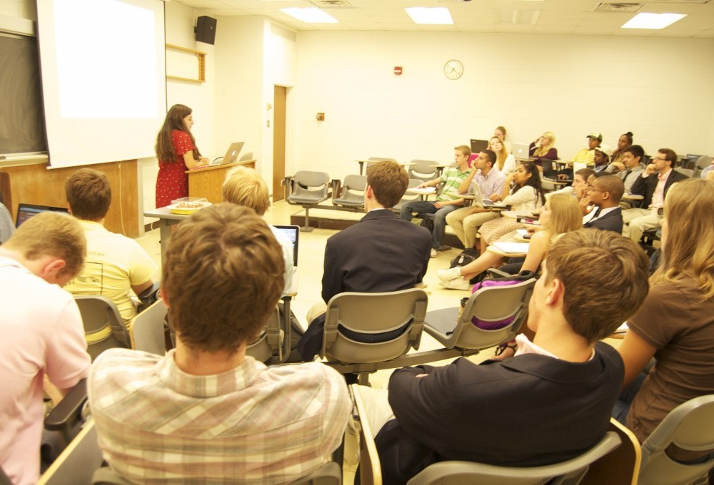 SA Senate recaps ongoing initiatives, brainstorms next semester