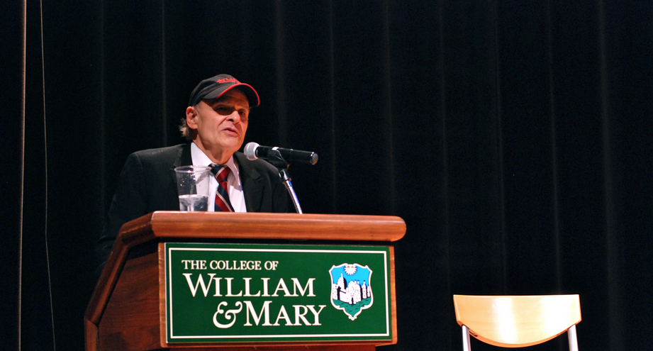 O'Brien speaks to campus about war, writing