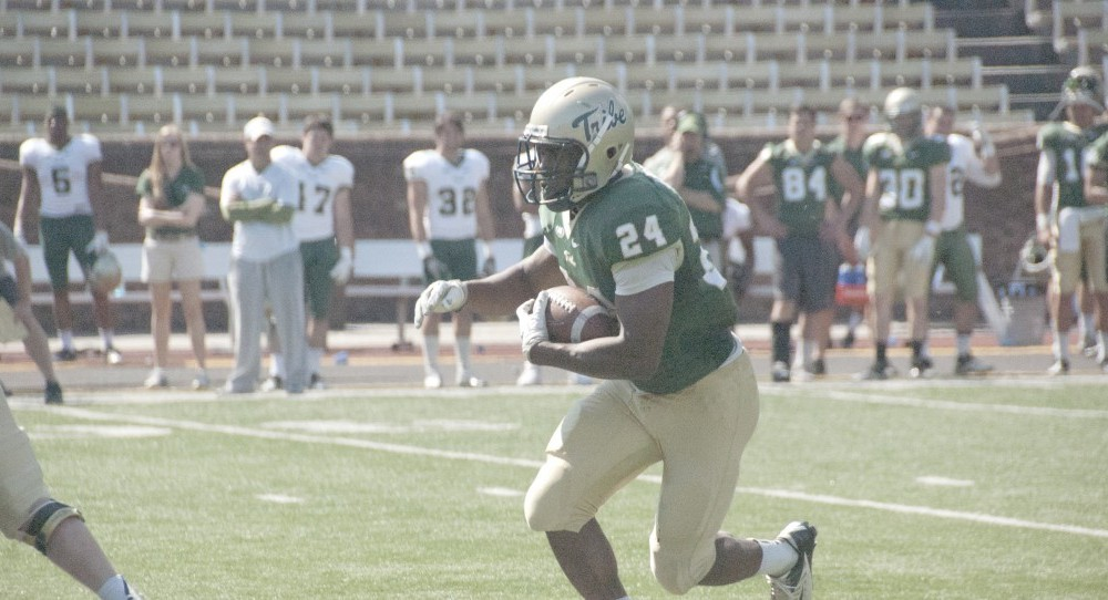 Football: Green takes on Gold in annual spring football game