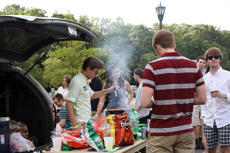 Students, organizations tailgate before first home game
