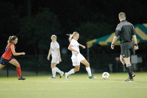 Women's Soccer: College rolls past Penn, 3-0