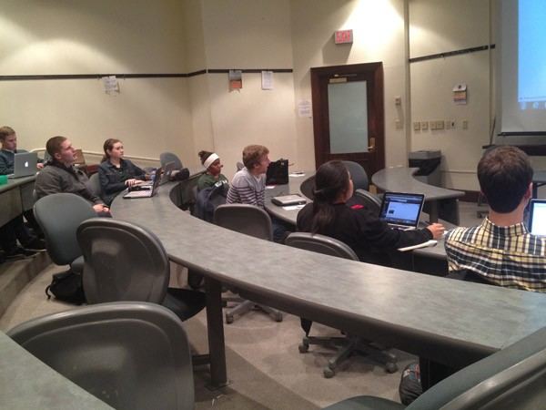 Undergrad Council discusses sale of homecoming t-shirts, Road to Richmond