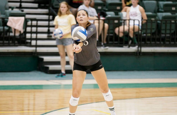 Volleyball: College closes road trip with two defeats, still alive for CAA playoffs