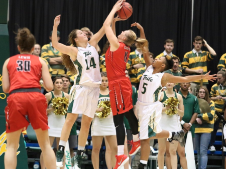 Women's Basketball: College dominates Loyola 70-49